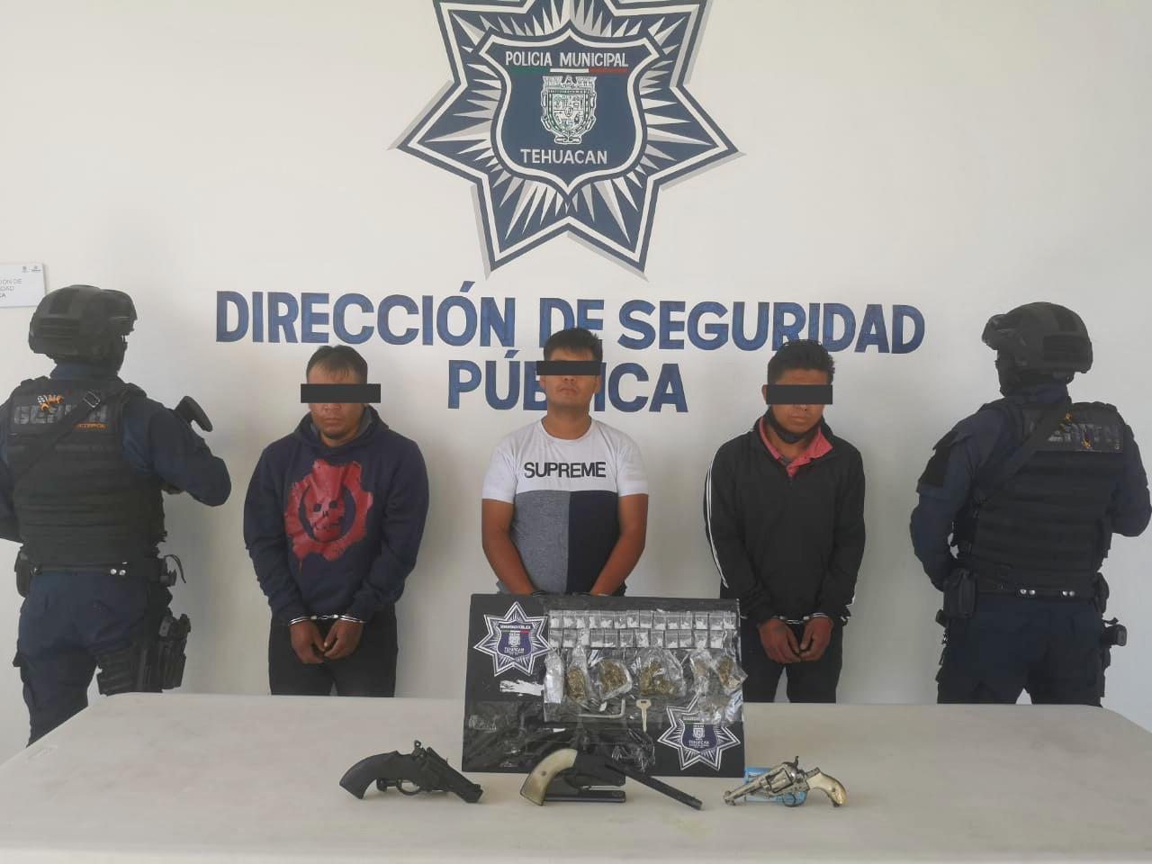 TRES DETENIDOS CON ARMAS DE FUEGO Y SUSTANCIAS ILÍCITAS